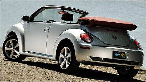 volkswagen new beetle d capotable red silver 2009 essai routier. Black Bedroom Furniture Sets. Home Design Ideas