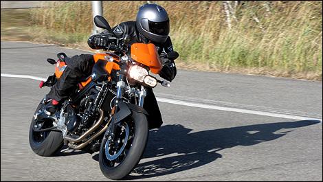 guide d 39 achat motos standard de 800cc et moins. Black Bedroom Furniture Sets. Home Design Ideas