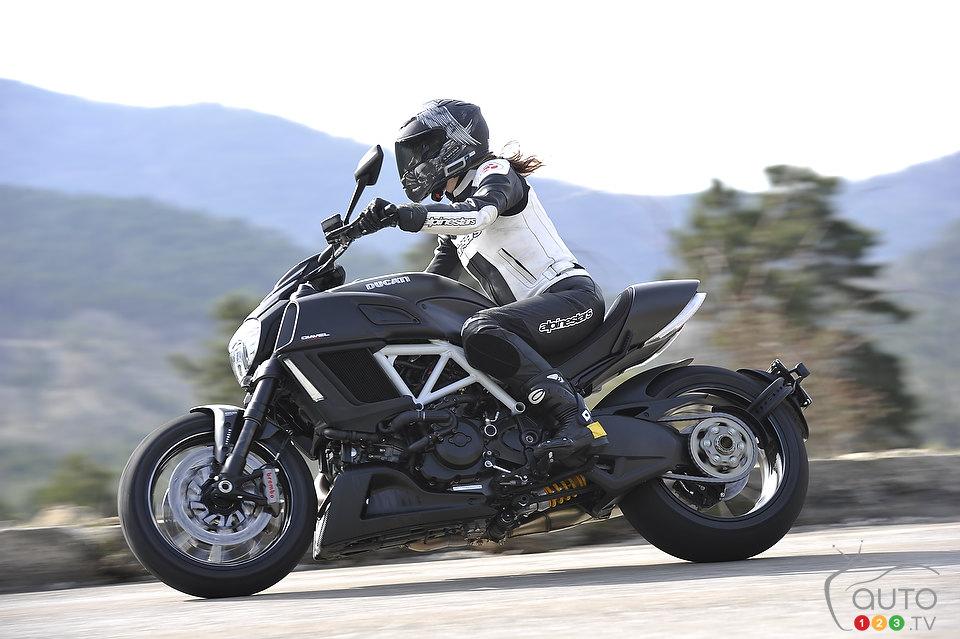 Photos Ducati Diavel Carbon 2015 Premieres Impressions