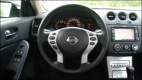 2008 nissan altima coupe 3 5 se road test. Black Bedroom Furniture Sets. Home Design Ideas