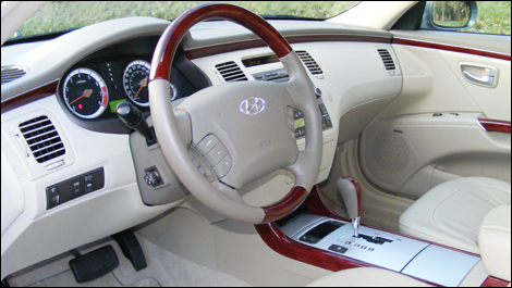 2008 hyundai azera limited review 2018 Hyundai Azera Interior the vehicle is well insulated but it s the silence of its engine that contributes most to the serenity