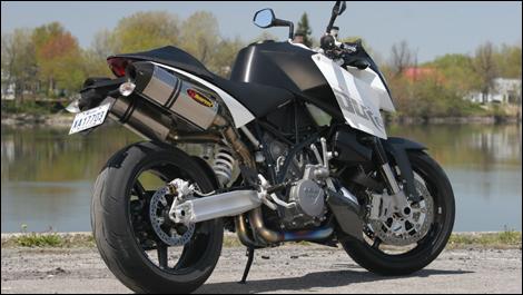 2008 KTM 990 Super Duke Review (video)